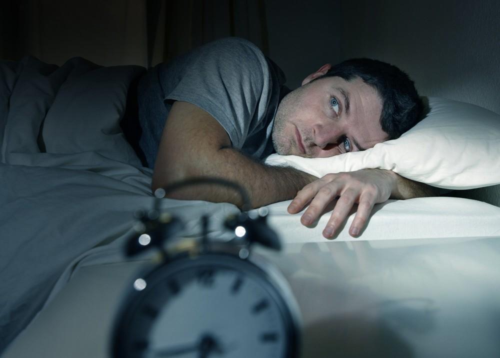 Lạm dụng thuốc ngủ, thuốc an thần khiến giấc ngủ tự nhiên ngày càng rời xa bạn - Ảnh 1.