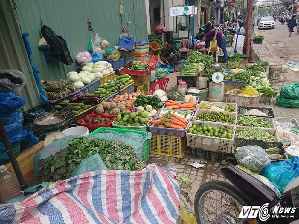 Vắng bóng ông Đoàn Ngọc Hải, vỉa hè quận 1 biến thành chợ - Ảnh 16.