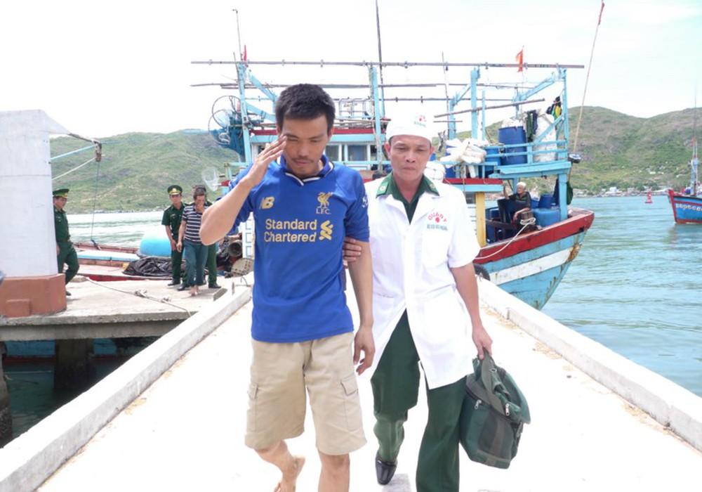 10 thuyền viên bị đắm tàu và nghĩa cử ngư dân Bình Định - Ảnh 3.