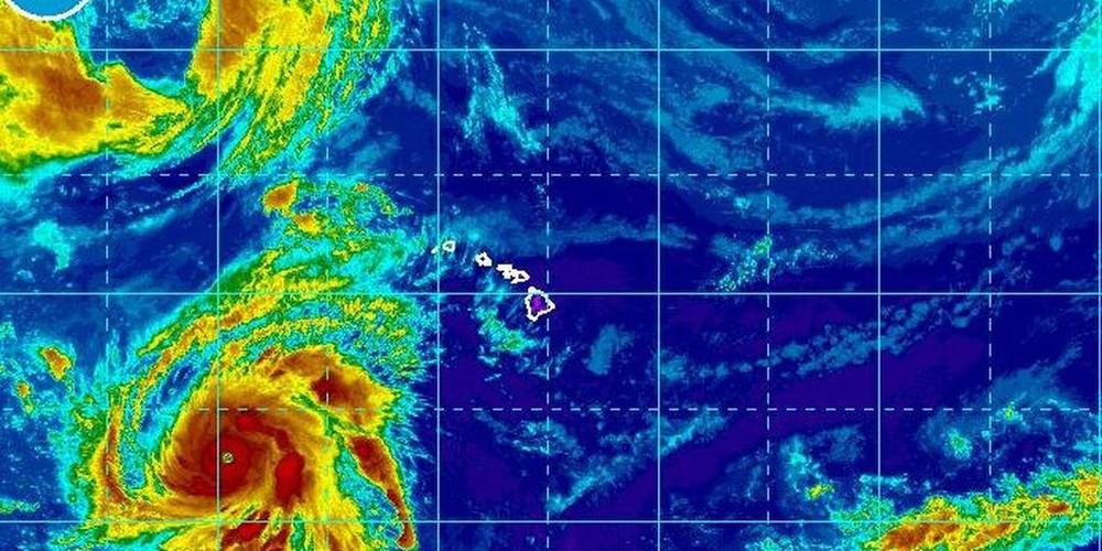 Thái Bình Dương xuất hiện 2 siêu bão quái vật: Nhật Bản lại oằn mình chống chọi bão mới - Ảnh 1.