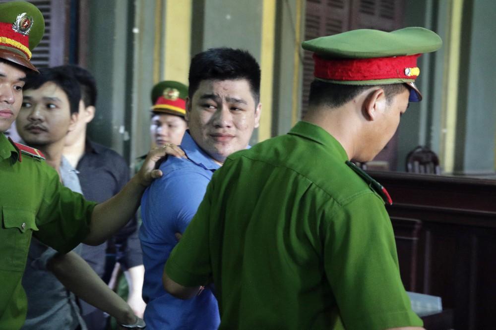 Kẻ giết 2 hiệp sĩ ở Sài Gòn mỉm cười khi lãnh án tử hình - Ảnh 1.