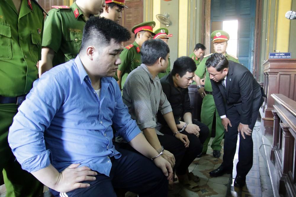 Kẻ giết 2 hiệp sĩ ở Sài Gòn mỉm cười khi lãnh án tử hình - Ảnh 2.