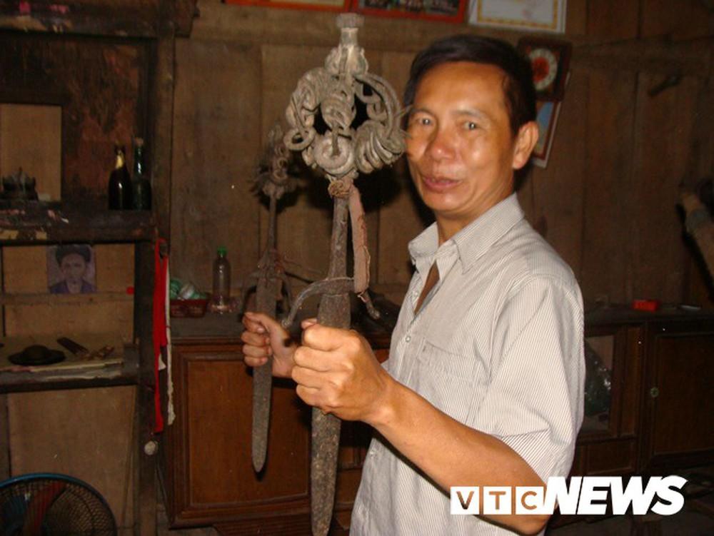 Những thanh kiếm bí ẩn ở Việt Nam: Kiếm báu kỳ lạ của tổ tiên người Dao - Ảnh 4.