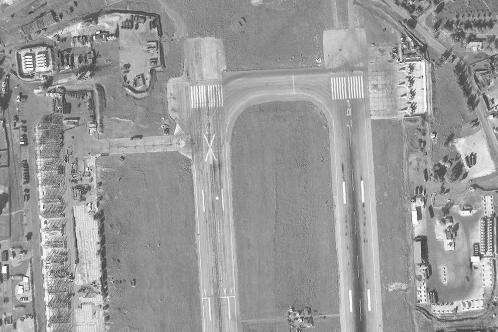 Su-35 Nga bảo vệ máy bay vận tải hạng nặng lập cầu hàng không: Vũ khí ùn ùn đổ vào Syria? - Ảnh 2.
