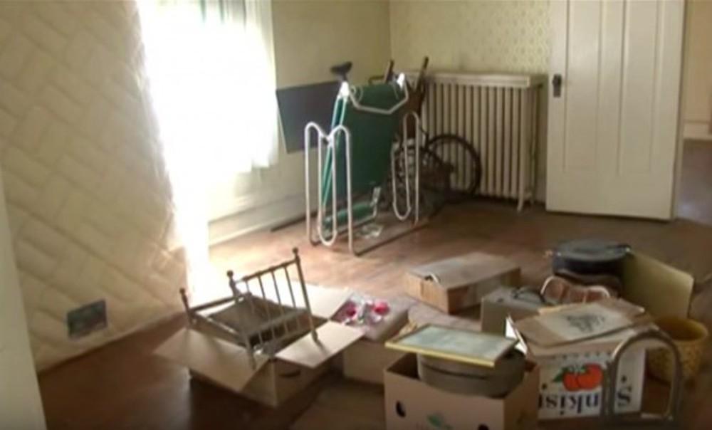 Người dì qua đời, cháu trai dọn dẹp ngôi nhà được thừa kế và bất ngờ tìm thấy báu vật trên gác xép - Ảnh 2.