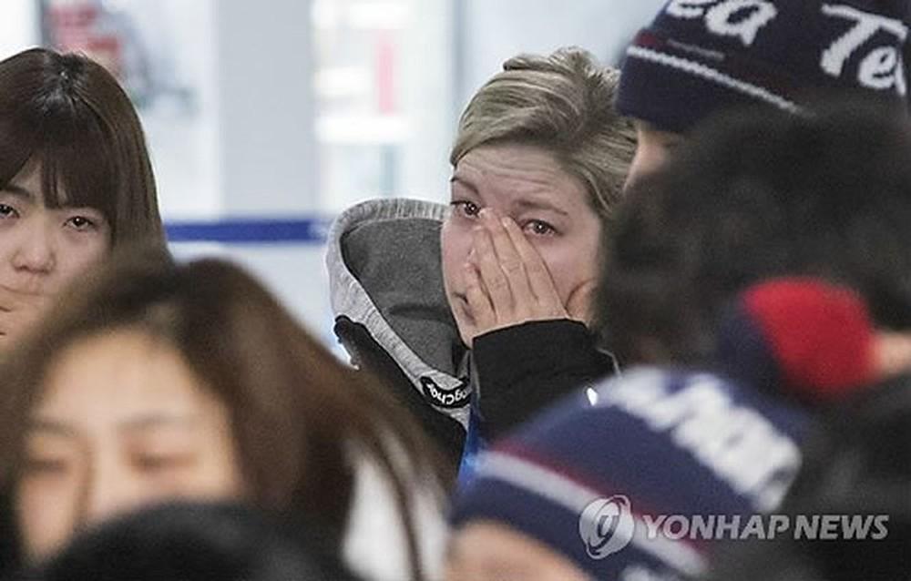 VĐV Hàn Quốc rớt nước mắt chia tay VĐV Triều Tiên lên đường về nước - Ảnh 3.