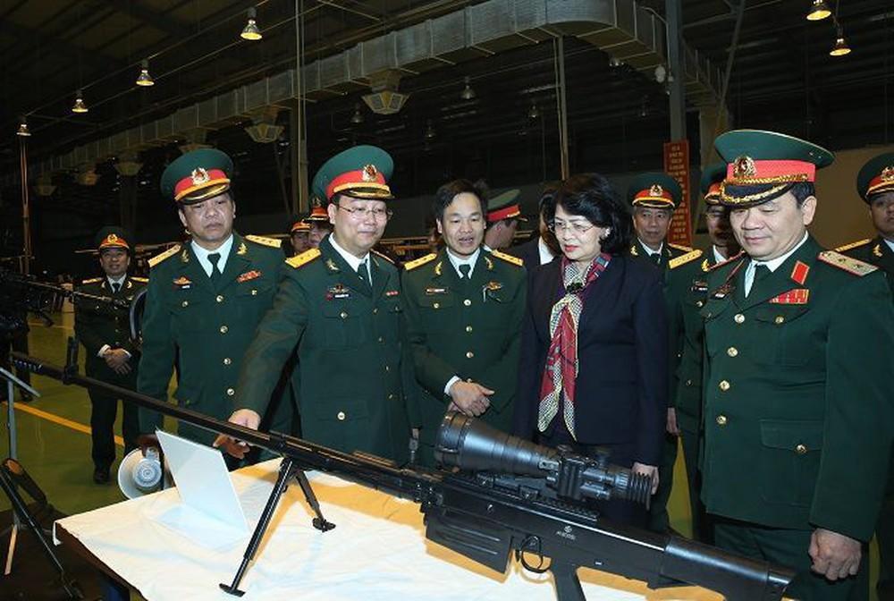 Cận cảnh súng bắn tỉa hạng nặng OSV-96 do Việt Nam sản xuất - Ảnh 2.