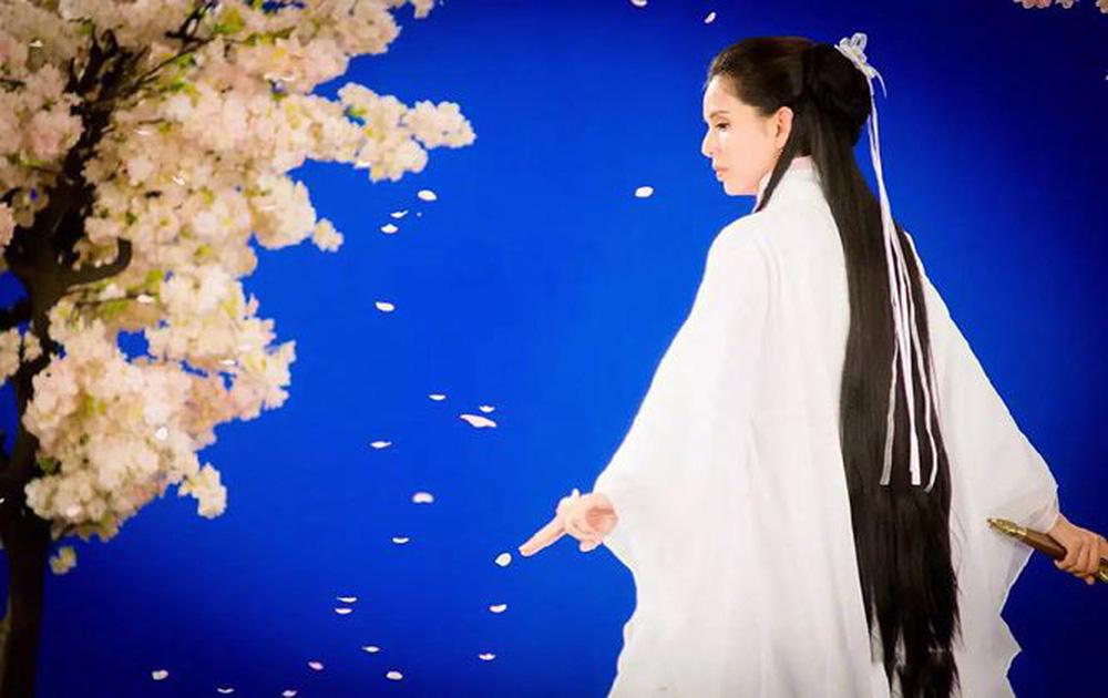 [VIDEO] Diễn lại vai Tiểu Long Nữ ở tuổi U50: Lý Nhược Đồng vẫn đẹp thoát tục  - Ảnh 4.