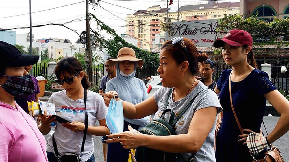 Dân Carina Plaza trình báo bị mất tài sản, thiếu bảo vệ - Ảnh 2.