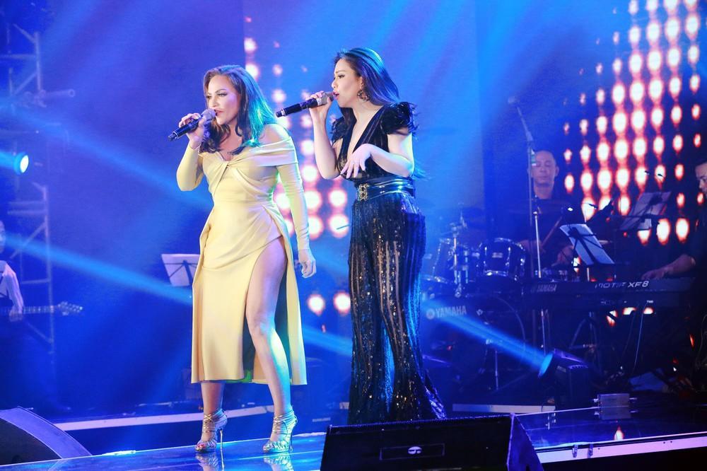 Ca sĩ Thanh Hà nóng bỏng hút mắt trên sân khấu - Ảnh 2.
