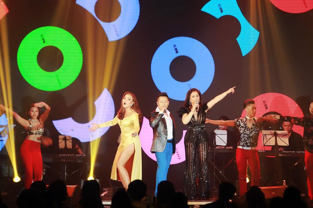 Ca sĩ Thanh Hà nóng bỏng hút mắt trên sân khấu - Ảnh 12.