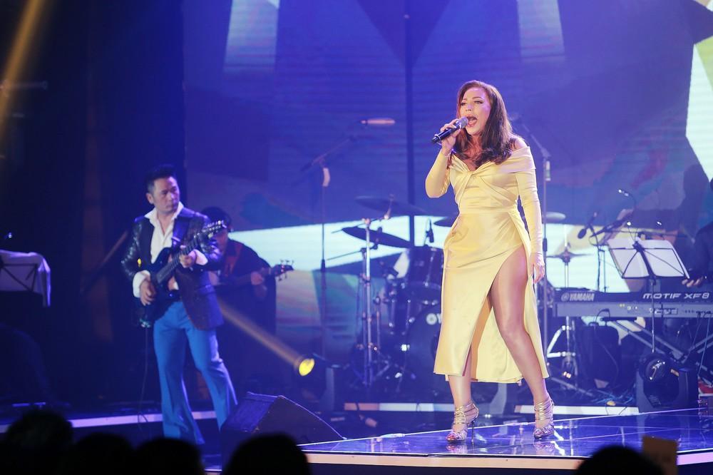 Ca sĩ Thanh Hà nóng bỏng hút mắt trên sân khấu - Ảnh 3.