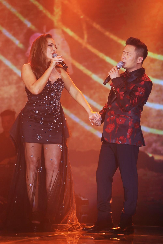 Ca sĩ Thanh Hà nóng bỏng hút mắt trên sân khấu - Ảnh 7.