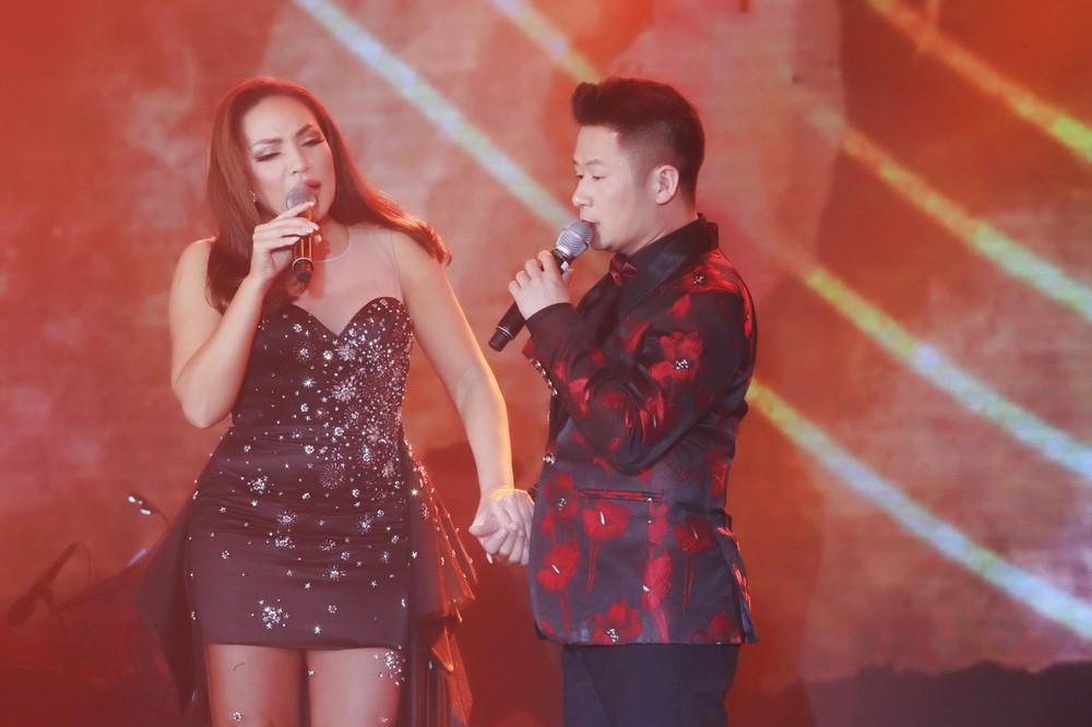 Ca sĩ Thanh Hà nóng bỏng hút mắt trên sân khấu - Ảnh 8.