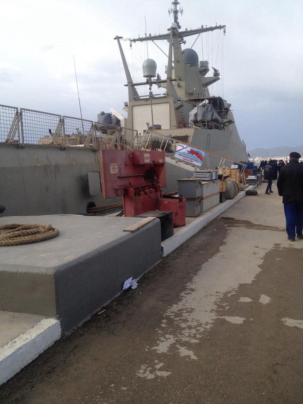 Lộ diện hình ảnh đầu tiên về tàu hộ vệ tàng hình Dự án 22160 của Hải quân Nga - Ảnh 1.