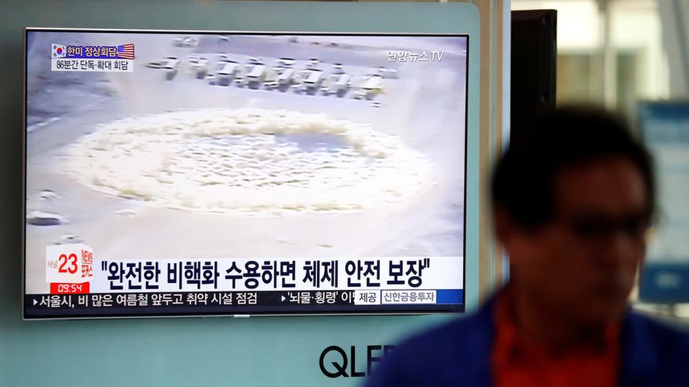 Nổ lớn khi Triều Tiên phá hủy bãi thử hạt nhân Punggye-ri - Ảnh 1.