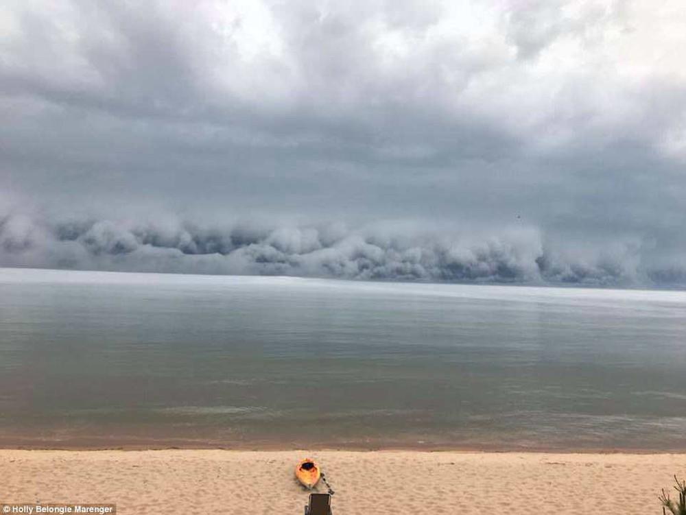 Cảnh tượng mây sóng thần khổng lồ làm giảm 11 độ C ở Michigan là gì? - Ảnh 6.