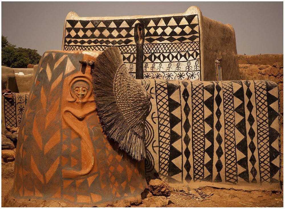 Tiébélé: Ngôi làng cổ được tạo nên từ phân bò, từng căn nhà đều là tác phẩm nghệ thuật tuyệt vời - Ảnh 11.