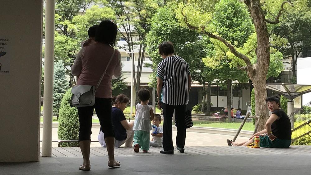 Vùng ngoại ô chỉ nghe thấy tiếng Trung Quốc: Người Nhật cắn răng sống với rác và ô nhiễm - Ảnh 1.