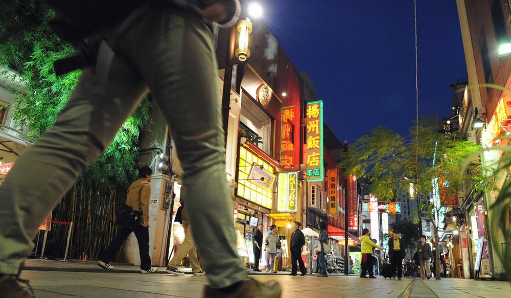 Vùng ngoại ô chỉ nghe thấy tiếng Trung Quốc: Người Nhật cắn răng sống với rác và ô nhiễm - Ảnh 3.