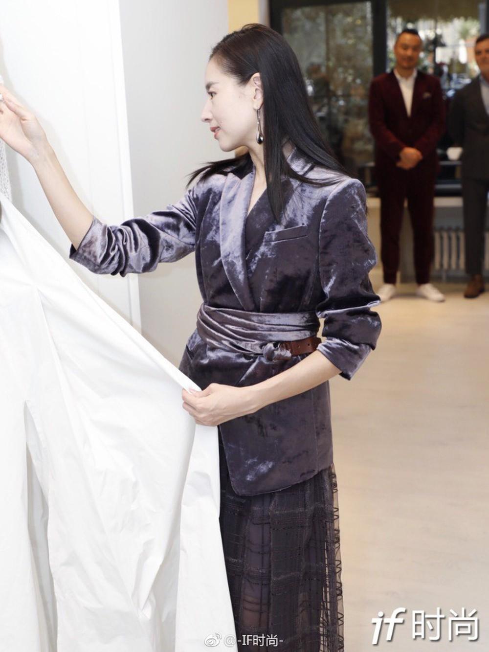 Hai Phú Sát Hoàng Hậu Tần Lam - Đổng Khiết đụng độ nhan sắc: Người như tiên nữ, kẻ lộ già nua - Ảnh 18.