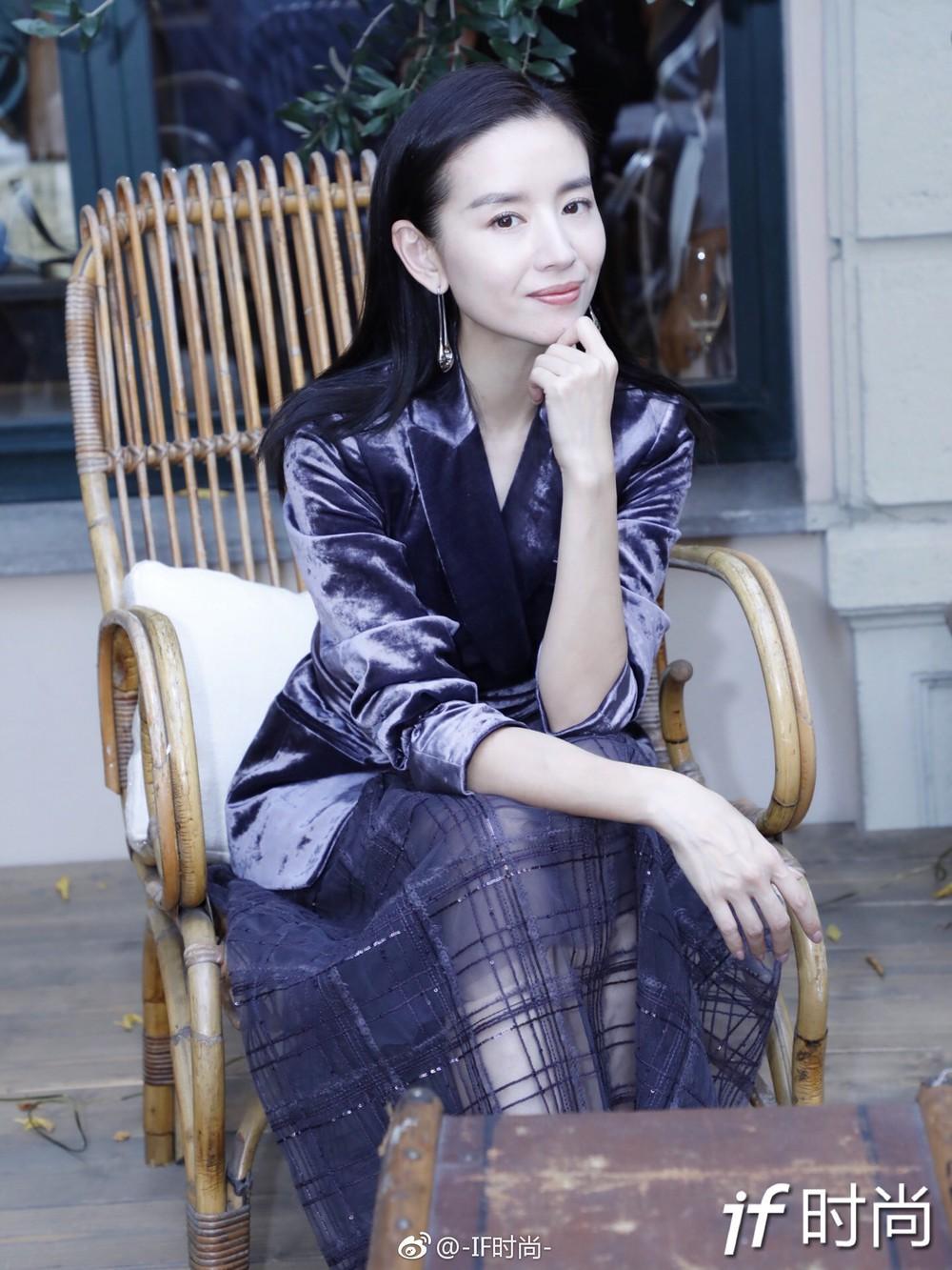 Hai Phú Sát Hoàng Hậu Tần Lam - Đổng Khiết đụng độ nhan sắc: Người như tiên nữ, kẻ lộ già nua - Ảnh 20.