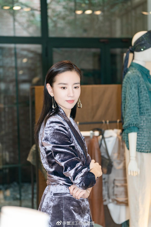 Hai Phú Sát Hoàng Hậu Tần Lam - Đổng Khiết đụng độ nhan sắc: Người như tiên nữ, kẻ lộ già nua - Ảnh 24.