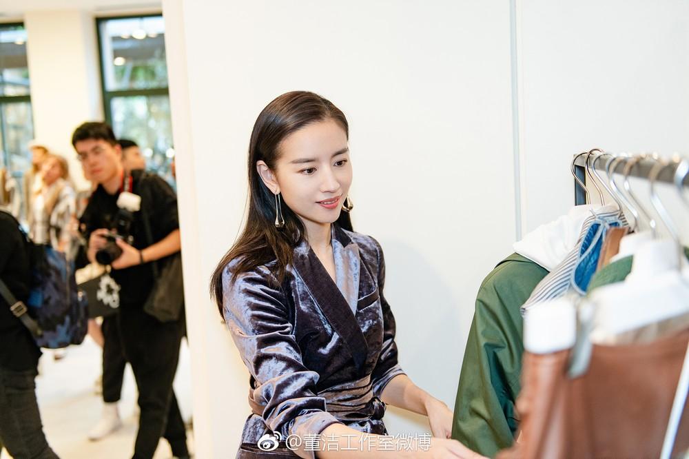 Hai Phú Sát Hoàng Hậu Tần Lam - Đổng Khiết đụng độ nhan sắc: Người như tiên nữ, kẻ lộ già nua - Ảnh 25.