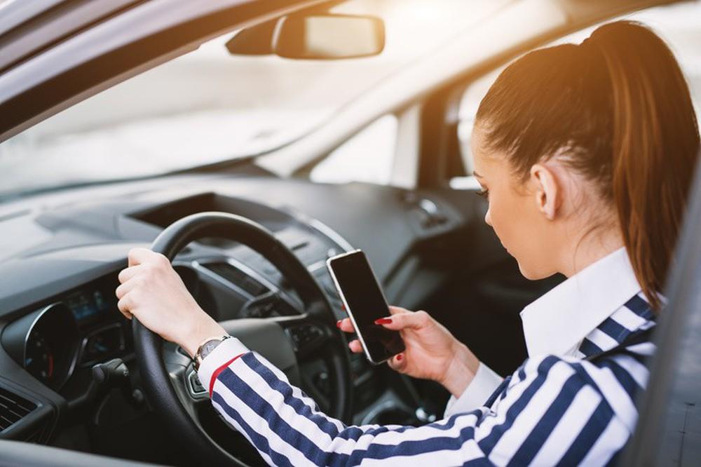 8 việc không nên làm khi đặt chân lên xe ô tô: Điều thứ 3 các bà vợ hay mắc nhất! - Ảnh 5.