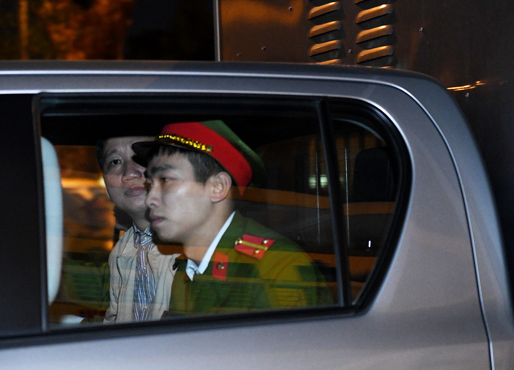 Ông Đinh La Thăng tươi cười rời toà sau ngày xét xử thứ 4 - Ảnh 4.