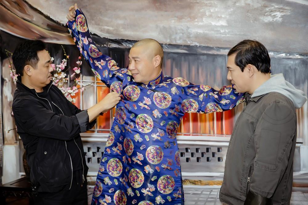 Quốc Khánh chăm chút cho cô Đẩu Công Lý  - Ảnh 3.