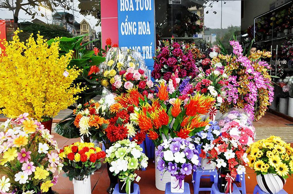 Cực kỳ kiêng kỵ với những loài hoa này trên bàn thờ ngày Tết - Ảnh 5.