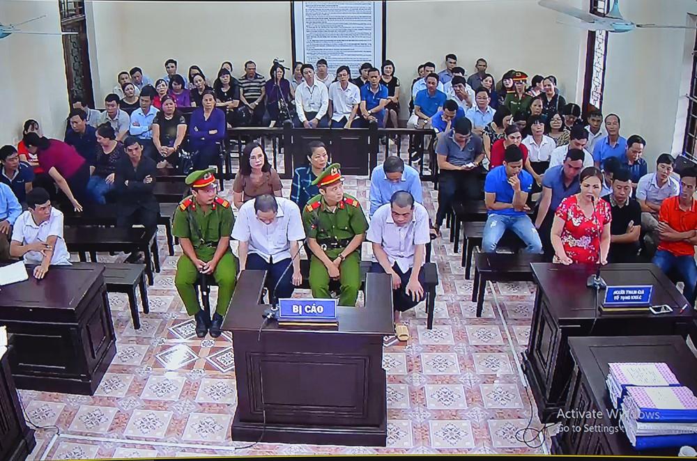 Xử gian lận thi ở Hà Giang: Cựu GĐ Sở Giáo dục nói thấy sự việc nghiêm trọng nên không ăn nổi cơm - Ảnh 1.