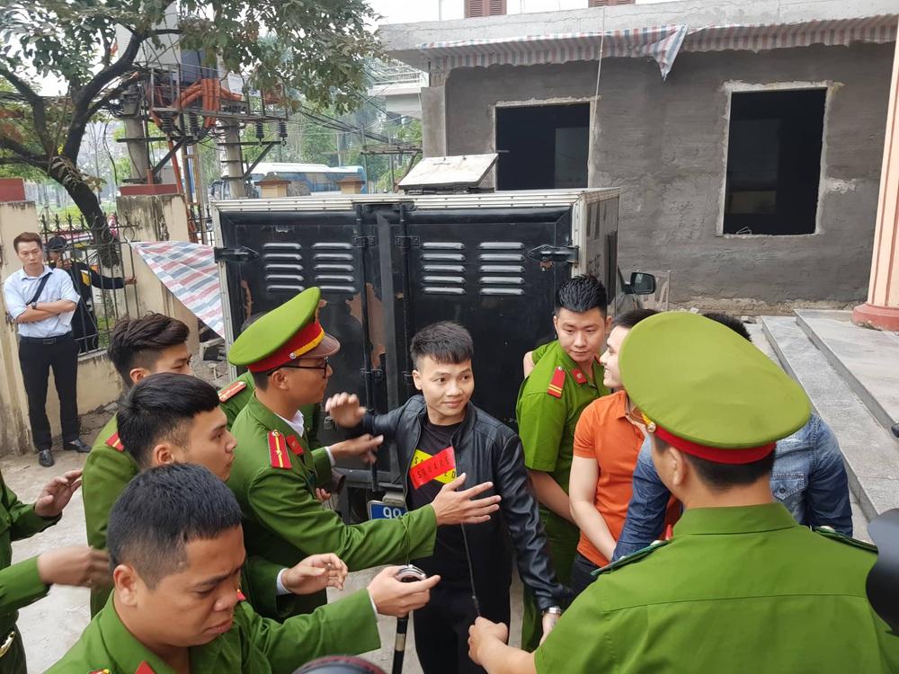 Giang hồ mạng Khá bảnh bị tuyên 10 năm 6 tháng tù giam, truy thu gần 5 tỷ đồng - Ảnh 19.