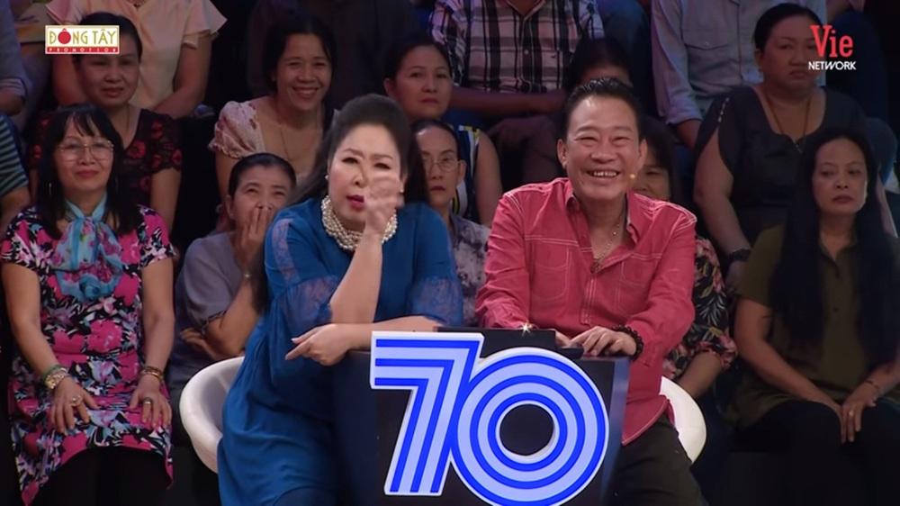 NSND Hồng Vân: Quyền Linh lả lơi với người khác rồi nhờ tôi nhắn tin bảo vợ mình là chương trình nó thế - Ảnh 4.