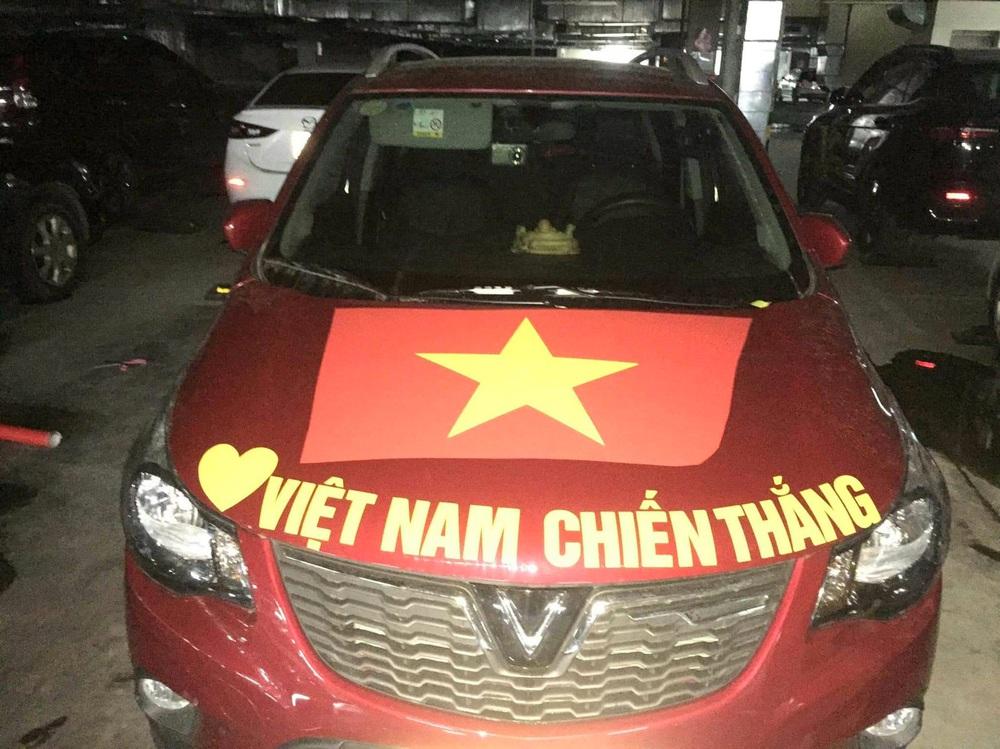 Dàn xe sang 50 tỷ đồng lên đồ cổ vũ trận Việt Nam đấu Thái Lan gây bão - Ảnh 5.