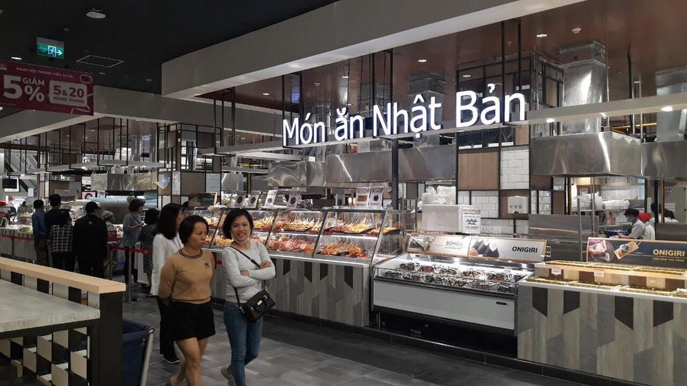 Người dân Hà Nội bỏ làm đổ xô về Aeon Mall Hà Đông trong ngày đầu khai trương - Ảnh 10.