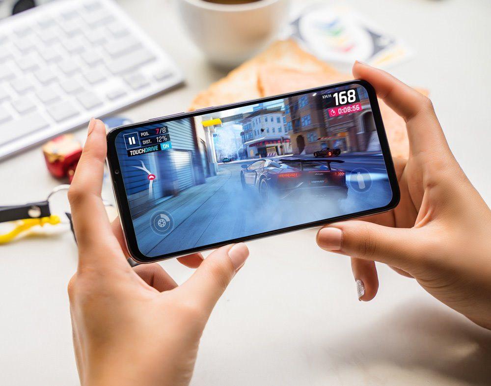 Vingroup bất ngờ giảm giá 50% điện thoại Vsmart Live, quyết đánh chiếm thị trường smartphone Việt - Ảnh 1.