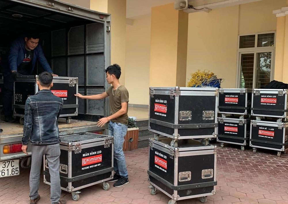 Lắp hàng loạt màn hình cỡ lớn ở Nghệ An và Hà Tĩnh để cổ vũ U22 Việt Nam - Ảnh 4.