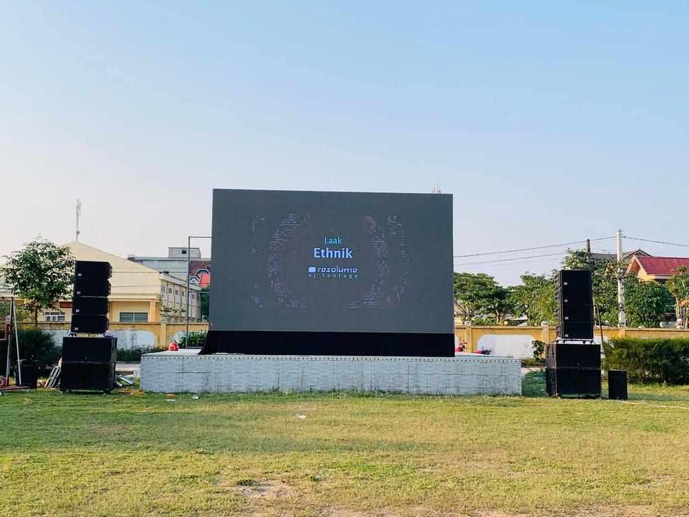 Lắp hàng loạt màn hình cỡ lớn ở Nghệ An và Hà Tĩnh để cổ vũ U22 Việt Nam - Ảnh 6.