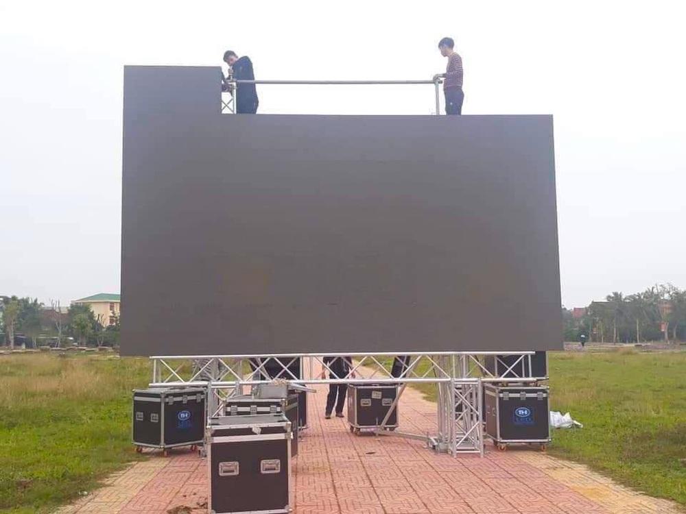 Lắp hàng loạt màn hình cỡ lớn ở Nghệ An và Hà Tĩnh để cổ vũ U22 Việt Nam - Ảnh 10.