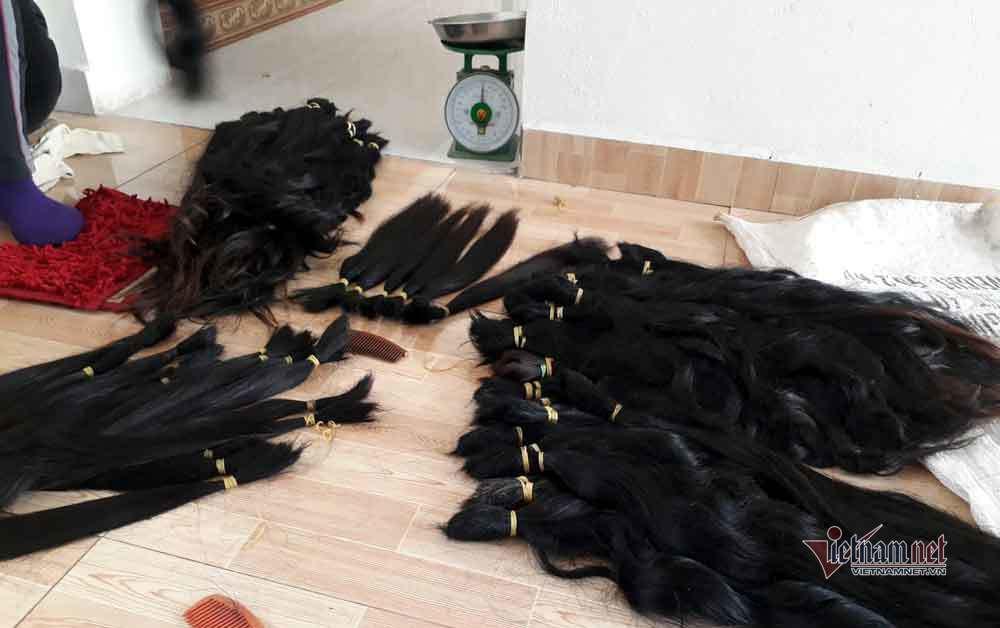 Đi mua tóc dài tóc rối, người đàn ông bị vây bắt, yêu cầu làm chuyện khó tin - Ảnh 2.