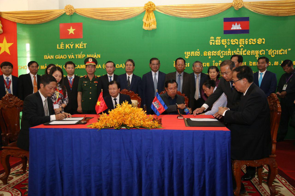 Thủ tướng Campuchia Hun Sen đáp trả thâm thúy khi bị vu cáo là con rối của Việt Nam - Ảnh 1.