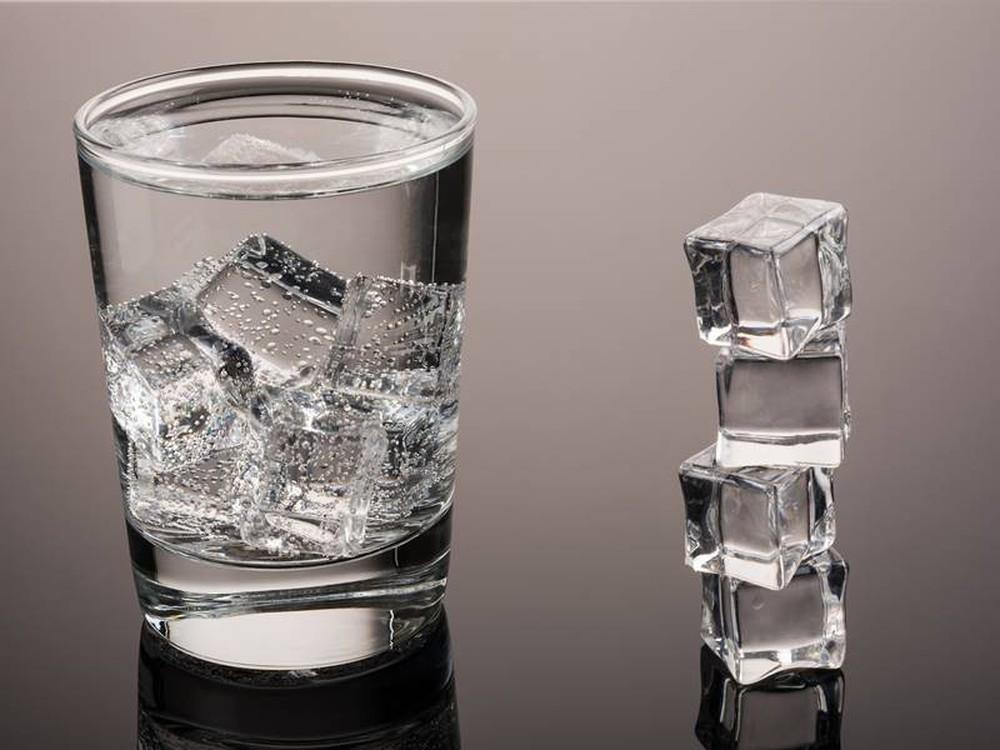 Uống nước thế nào cho đúng: Chuyên gia phân tích loại nước tốt nhất bạn nên uống hàng ngày - Ảnh 2.