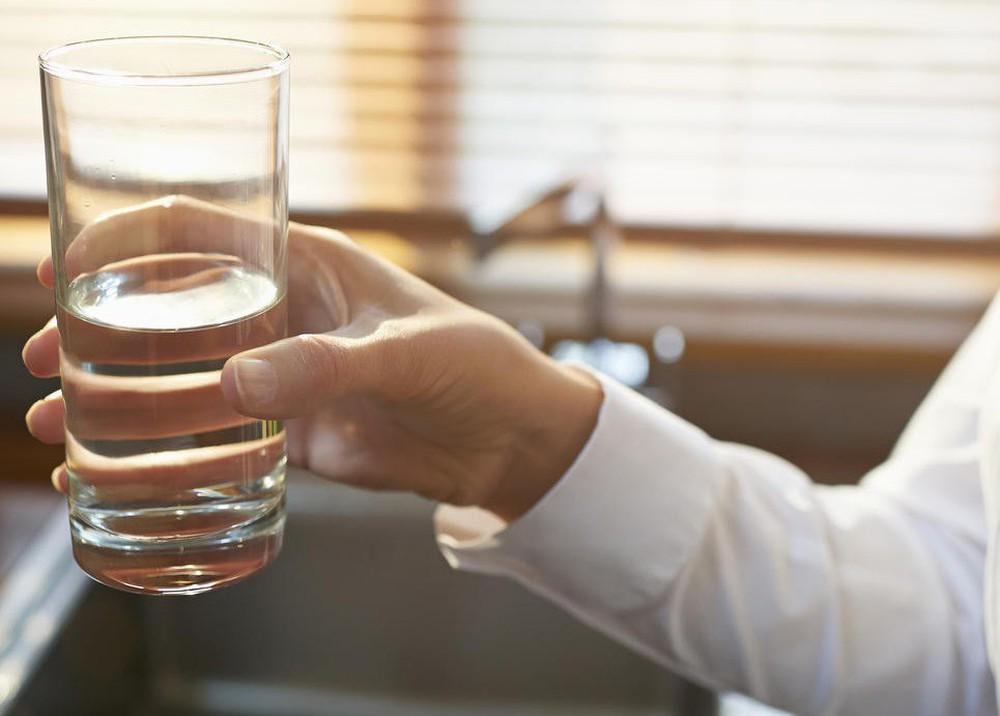 Uống nước thế nào cho đúng: Chuyên gia phân tích loại nước tốt nhất bạn nên uống hàng ngày - Ảnh 3.