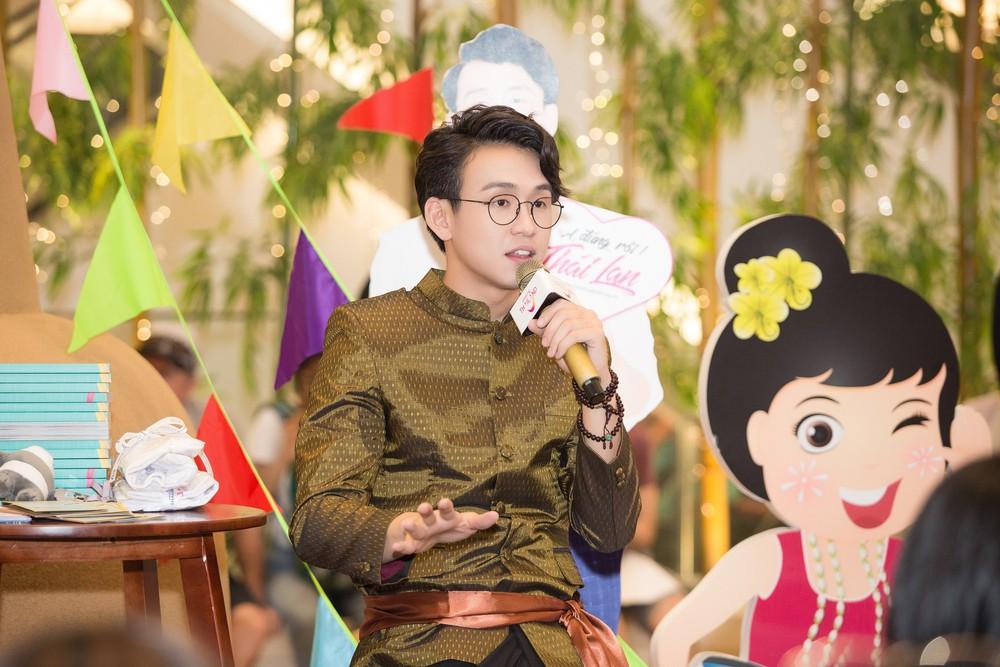 Quang Bảo thu hút sự chú ý khi diện trang phục Thái Lan - Ảnh 9.