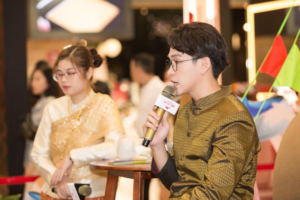 Quang Bảo thu hút sự chú ý khi diện trang phục Thái Lan - Ảnh 8.