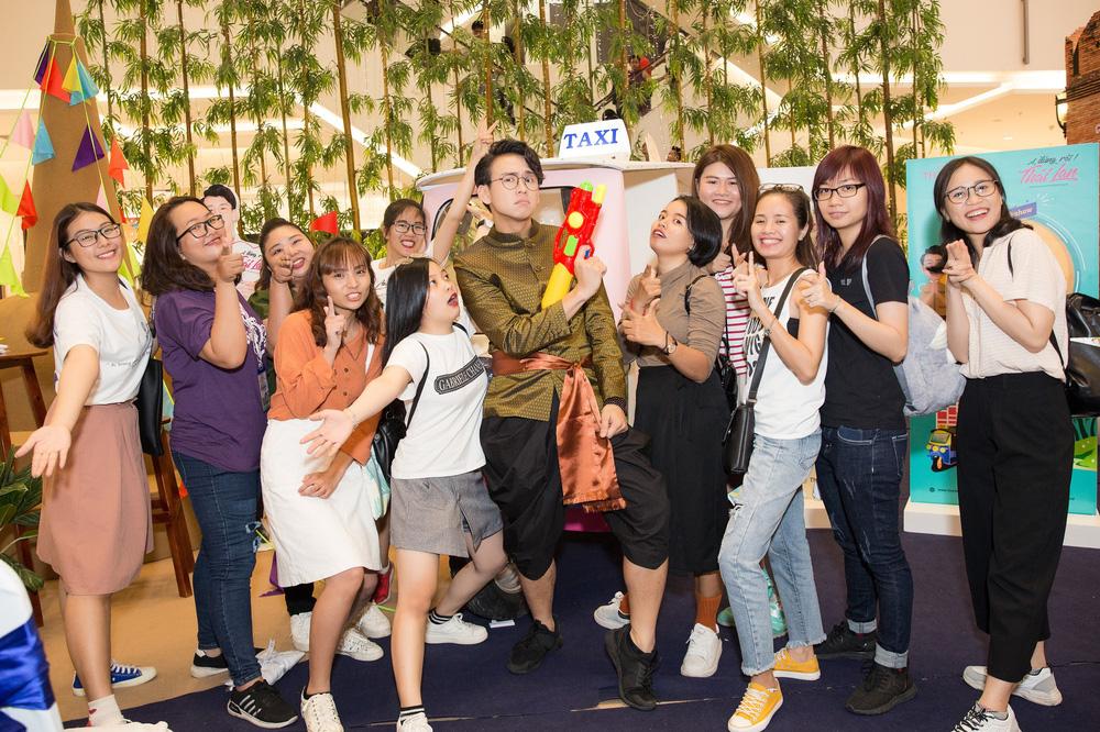 Quang Bảo thu hút sự chú ý khi diện trang phục Thái Lan - Ảnh 4.