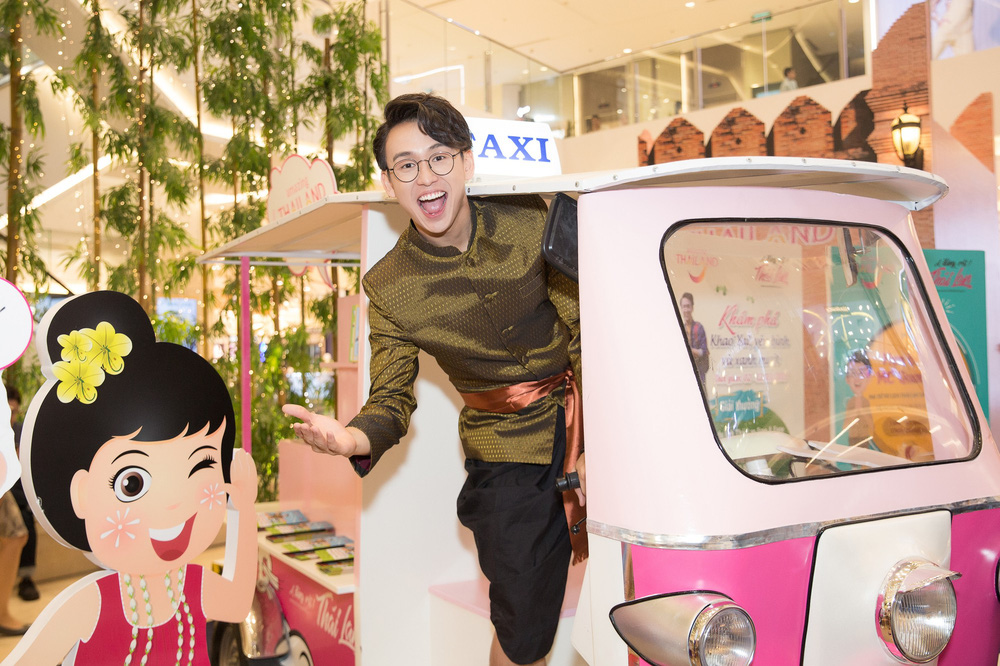 Quang Bảo thu hút sự chú ý khi diện trang phục Thái Lan - Ảnh 3.