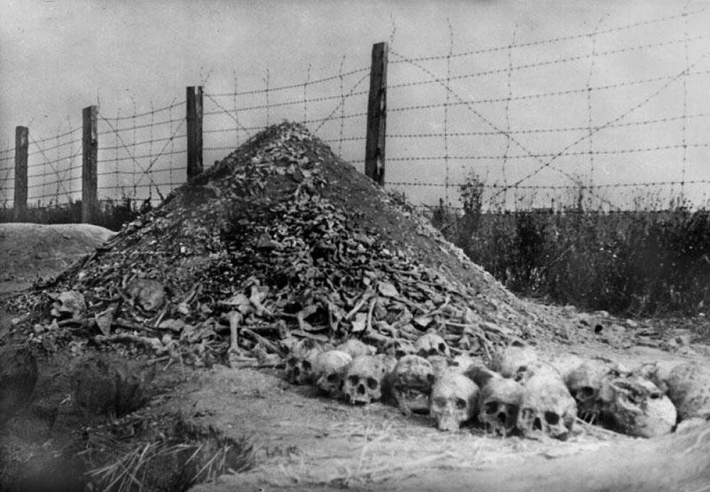 Cuộc đào thoát có 1-0-2 khỏi trại hủy diệt Đức Quốc xã: Ngày kinh hoàng của cậu bé 15 tuổi - Ảnh 1.